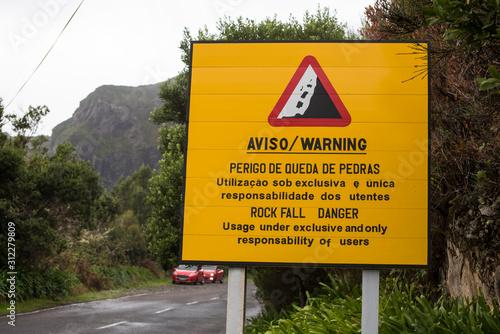 Rock fall danger sign, Perigo de queda de Pedras in Portugese language Tablou Canvas