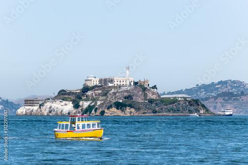 Alcatraz Prison Island in San Francisco Bay, offshore from San Francisco, a smal Fototapet