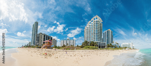 Fototapeta Panoramic picture of Maimi beach in Florida during daytime obraz