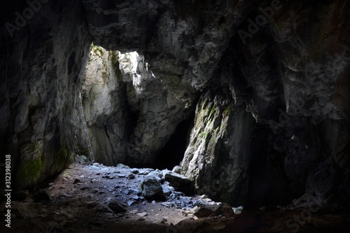 Carta da parati Entrance to the Jaskinia Raptawicka cave in Polish Tatra Mountains