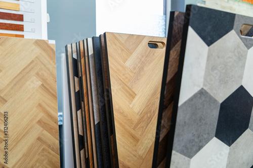 Obraz home improvement - laminate flooring samples in a store - fototapety do salonu