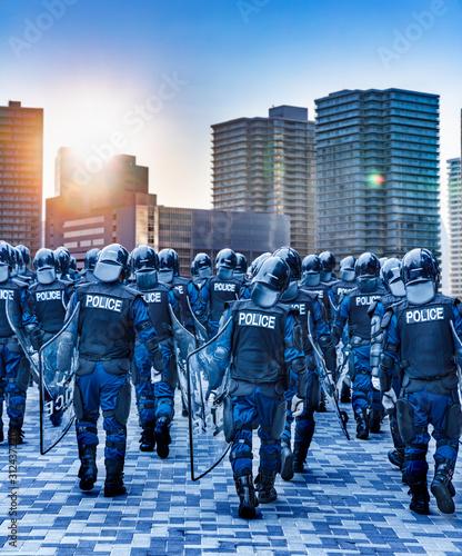 Fotografering 街の平和を守る警察の機動隊