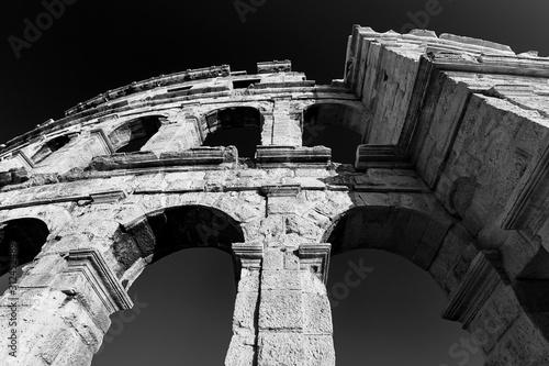 Photo Temple Colloseum Amphitheatre Black and White Photography