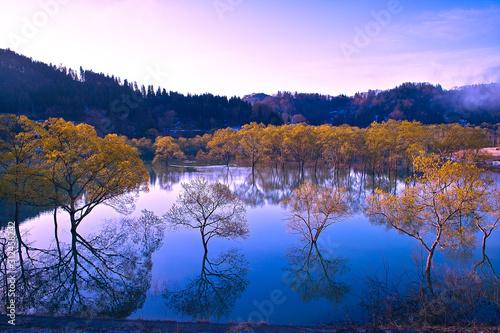 jezioro-w-bezwietrzny-dzien