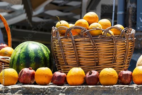 Fotografie, Obraz Zitrone - Orange - Wassermelone - Korb