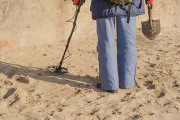 Man with metal detector on an beach.