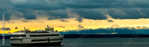 Seattle Downtown Waterfront Sunset with Olympic Mountains, Boat, Puget sound, El Wallpaper Mural