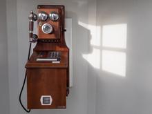レトロな古い公衆電話