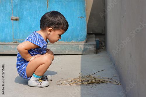 Fototapeta Little latin kid discovering the world. obraz na płótnie