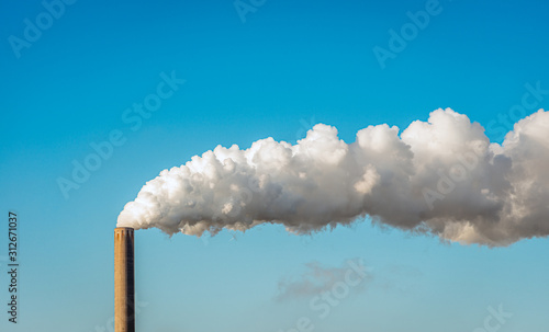 Fotografia Smoke and steam from a factory chimney