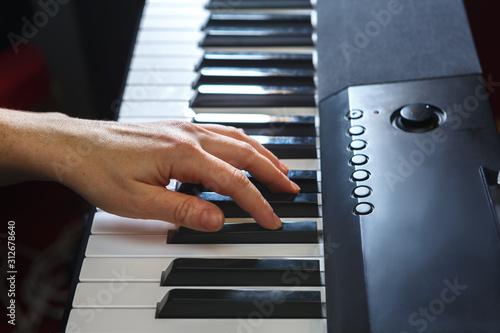 Obraz na plátně  Hand on the piano keys