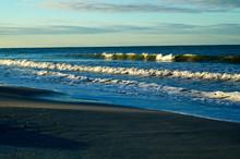 Large Cresting Crashing Waves ...
