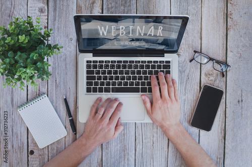 Fotografía Webinar concept, online education,  educational training program on internet