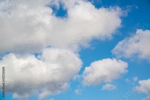 雲の多い空 Wallpaper Mural