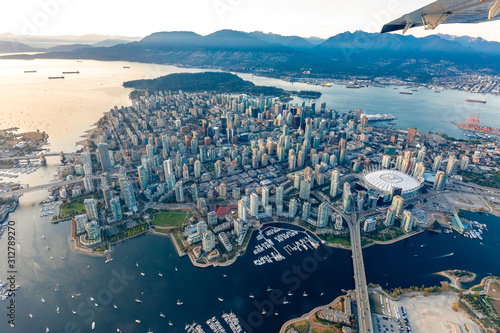 Cuadros en Lienzo aerial photograph of downtown Vancouver