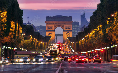 Valokuva Champs Elysees and Arc de Triomphe in Paris France