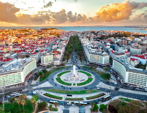Obraz Lisbon aerial skyline panorama european city view on marques pombal square monument, sunset outside crossroads portugal - fototapety do salonu