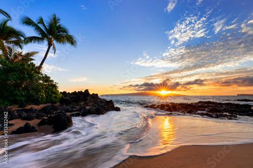 Obraz na plátně Sunset at Makena Secret Beach in Wailea, Maui, HI