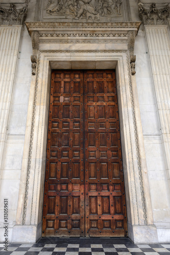 Photo Entrance door to St Paul's Cathedral, London, United Kingdom