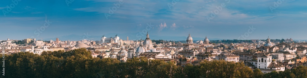 Fototapeta Rome, Italy. Cityscape Skyline With Pantheon, Altar Of The Fatherland And Other Famous Lanmarks In Old Historic Town