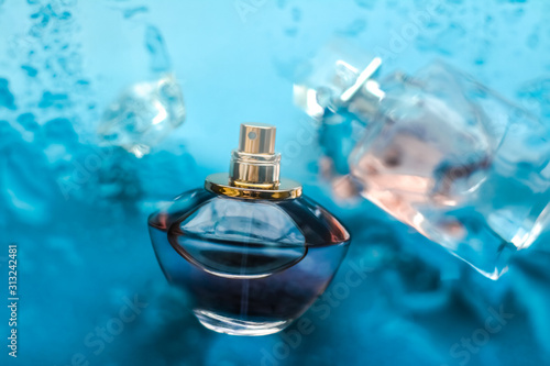 Obraz Perfume bottle under blue water, fresh sea coastal scent as glamour fragrance and eau de parfum product as holiday gift, luxury beauty spa brand present - fototapety do salonu