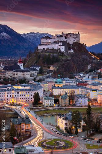 Salzburg, Austria. Cityscape image of the Salzburg, Austria with Hohensalzburg Fortress during beautiful winter sunrise. Fototapete