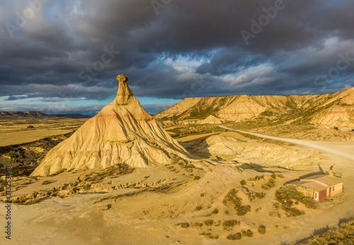 Cabezo de Castildetierra sandstone formation in Bardenas Reales semi-desert natu Canvas-taulu