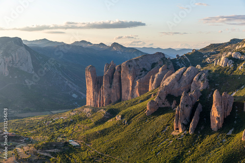 Photo Mallos de Riglos, a set of conglomerate rock formations in Spain