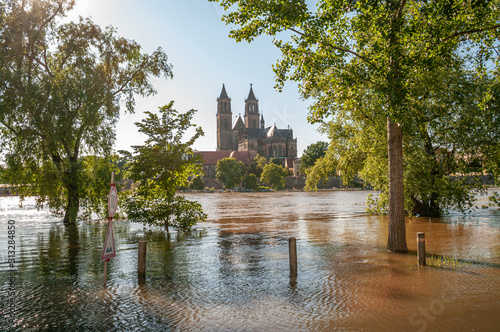 Carta da parati Huge flooding of Elbe river in downtown of Magdeburg, city center, Magdeburg, Ge