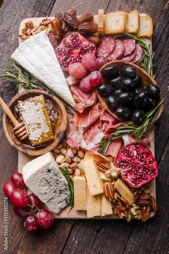 Photo Traditional italian antipasto plate