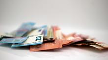 Euro Geld Scheine Bargeld Vor Weißen Hintergrund Close-up