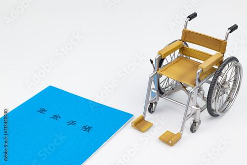 Obraz na plátně 年金手帳と車椅子