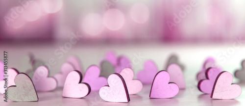 Hintergrund oder banner mit pinkfarbenen Herzchen für Valentinstag, Muttertag usw.