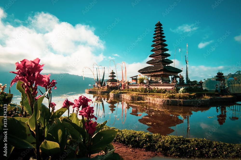 Fototapeta Pura Ulun Danu Bratan Hindu Temple in Bali, Indonesia
