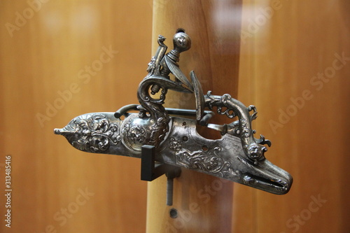 Pièce métallique et ornemental de pistolet Fototapet
