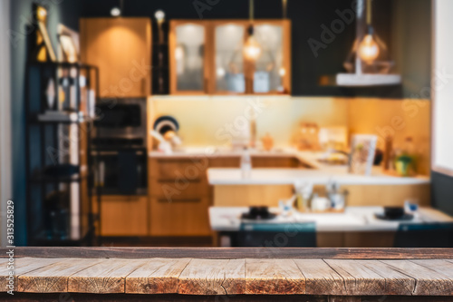 Photographie Wood table with blur kitchen room background