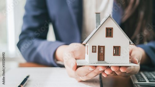 Real estate broker residential house and car rent listing contract
