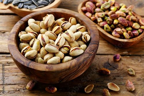 Obraz na plátně  primo piano frutta secca pistacchi salati