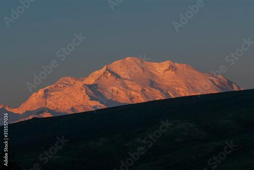 Alpenglow at Sunrise, Denali фототапет