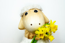 Easter Sheep Toy With Narcissi...