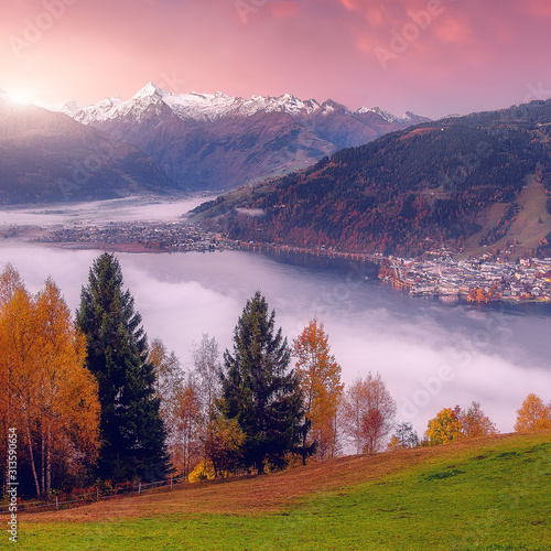 Wall mural - Impressively beautiful Fairy-tale mountain lake in Austrian Alps. Beautiful mountain landscape in the Alps with Zeller Lake in Zell am See, Salzburger Land, Austria. Fantastic Autumn Scene at sunset