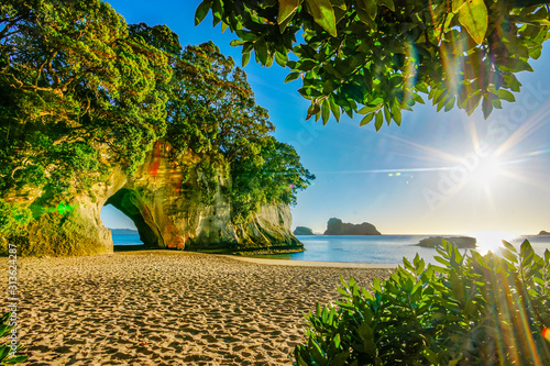 cathedral cove coromandel new zealand sunrise Fotobehang
