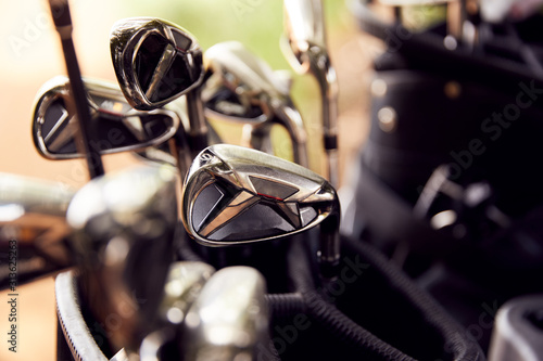 Fotomural Close Up Of Clubs In Bag On Golf Buggy