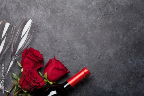 Obraz Valentines day with wine and roses - fototapety do salonu