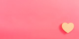 Fototapeta Kawa jest smaczna - Heart gift box on a pink paper background