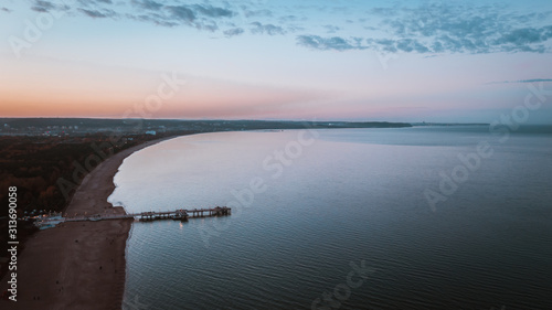 Widok z lotu ptaka nad morzem w Gdańsku