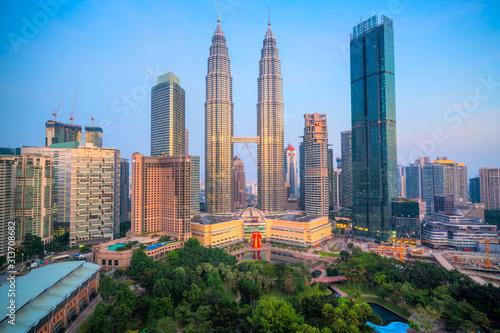 Photo  Kuala Lumpur, Malaysia. The Twin Towers and KLCC Park