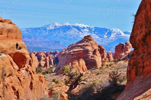 Foto Stunning Arches National Park with impressive sandstone rock formations