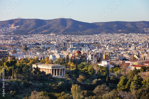 Photo  View from top of Temple of Hephaestus Theseion in Athens, Greece during summer