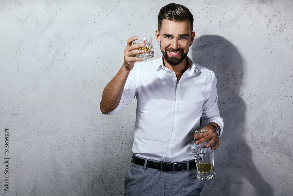 Fototapeta Handsome bearded man with a glass of whiskey